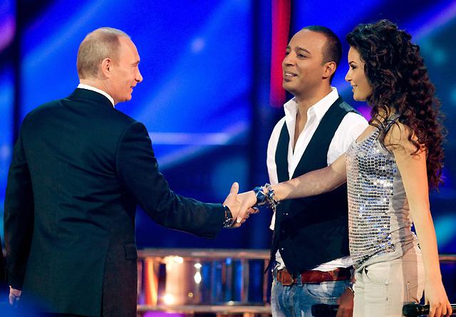 Putin se sube al escenario de Eurovisión para inspeccionar los preparativos