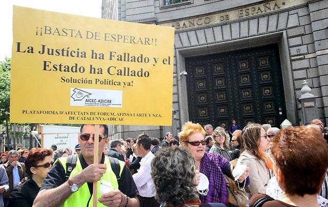 Miles de afectados de Fórum y Afinsa piden un fondo que compense sus pérdidas