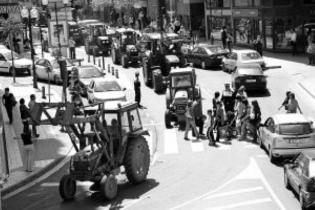 Los agricultores de Tudela colapsan el centro de la ciudad con una marcha de 20 tractores