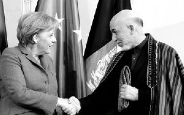 Merkel asegura a Karzai el apoyo de Alemania a la democracia en Afganistán