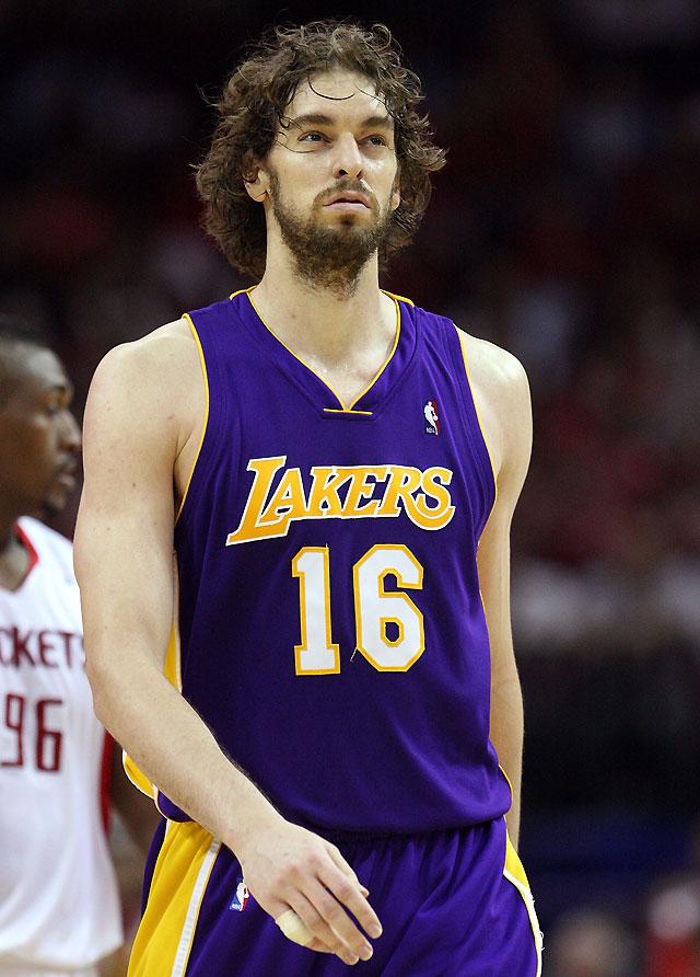 Brooks y Battier humillaron a los Lakers 99-87 para empatar la serie