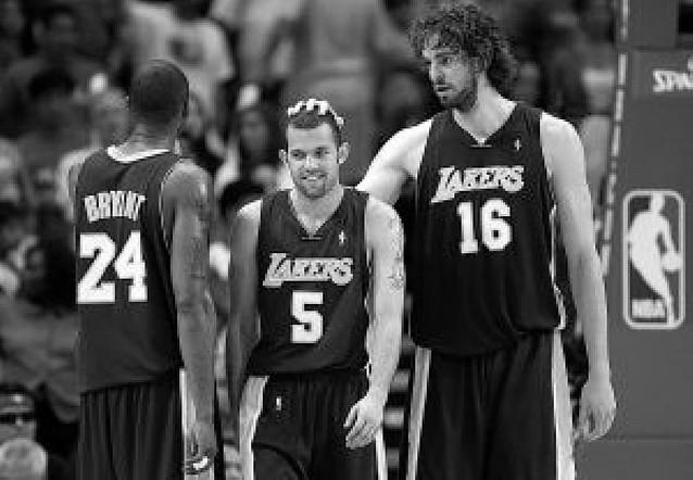 Pierden los Lakers