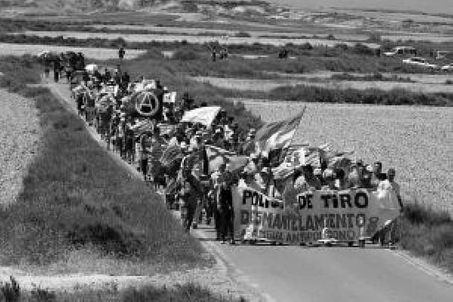 La XXII Marcha contra el Polígono de Tiro de Bardenas Reales reúne a más de 400 personas