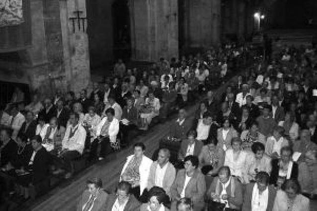 Cientos de personas participan en el centenario de la Adoración Nocturna