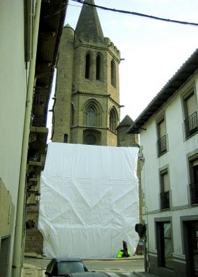 La portada de Santa María de Sangüesa, de nuevo cubierta