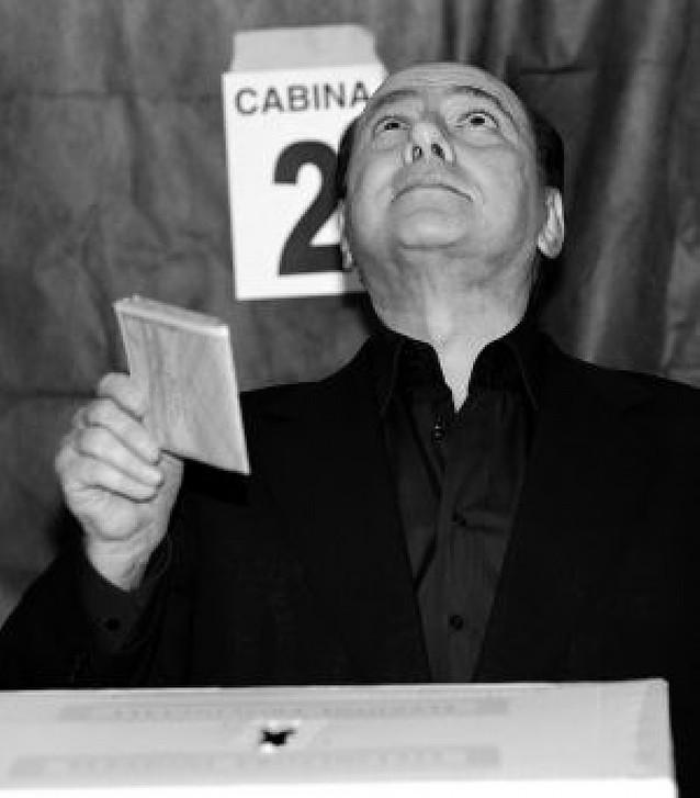 """Berlusconi culpa a su esposa, a Kaká y a Noemi de su """"fracaso"""" electoral"""
