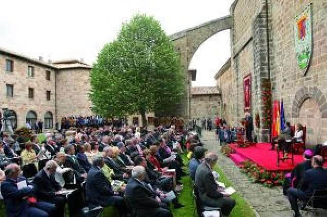 González Acilu regresó a Leyre para recibir el Príncipe de Viana