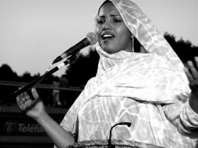Aziza Brahim & Gulili Mankoo, la voz del Sáhara llega este sábado a Pamplona