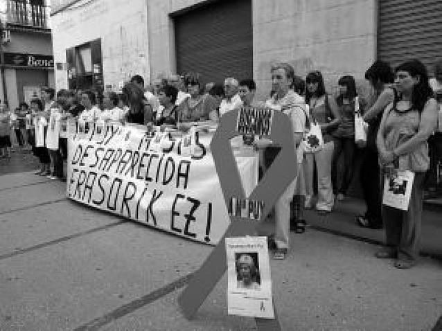 Concentración en el octavo mes de la desaparición de Mª Puy Pérez