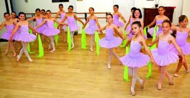 """""""Danza en familia"""" cierra el curso con doble sesión en el cine Los Llanos"""