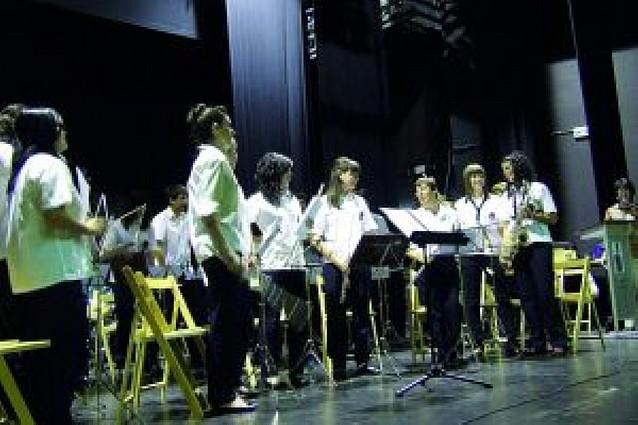 La escuela de música ofrece un concierto de fin de curso ante casi 300 personas