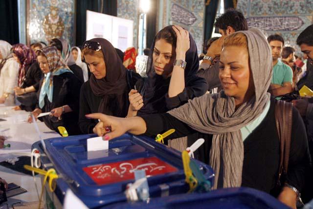 Los primeros resultados oficiales dan la victoria a Ahmadineyad