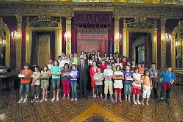 Se entregan los premios de los concursos escolares en euskera