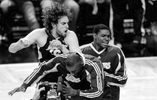 Los Lakers ganan y Gasol acaricia su primer anillo