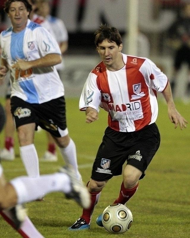 Messi, ovacionado en el estadio del Newell's, el equipo de sus amores