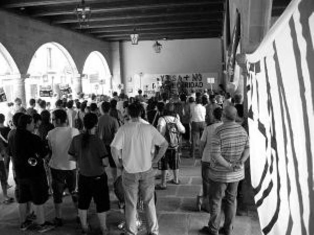 300 personas en Sangüesa contra el recrecimiento de Yesa