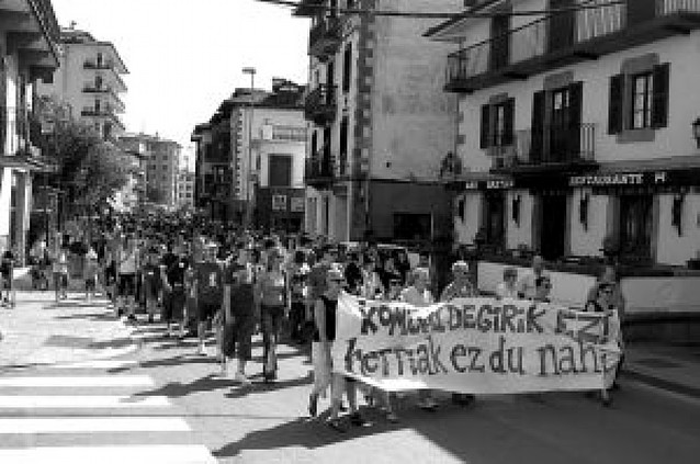 Protesta por la comisaría de Baztan
