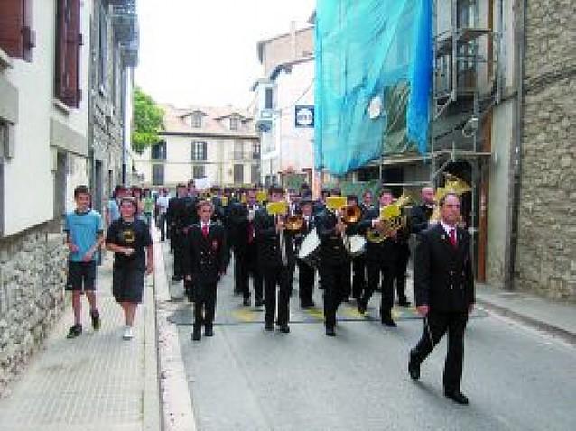 Más de 200 músicos en un alarde de bandas en Aoiz