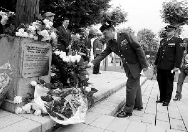 "Homenaje del Gobierno vasco a los ""ertzainas"" asesinados por ETA"