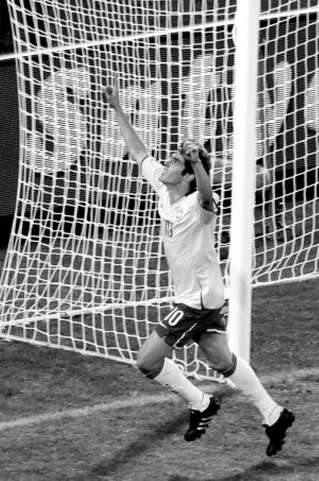"""Kaká rescata a Brasil del poder de los """"faraones"""""""
