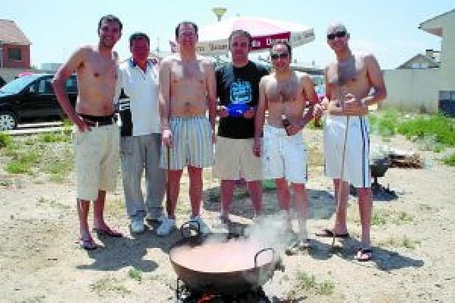 El concurso local de calderillos reúne a una veintena de cuadrillas