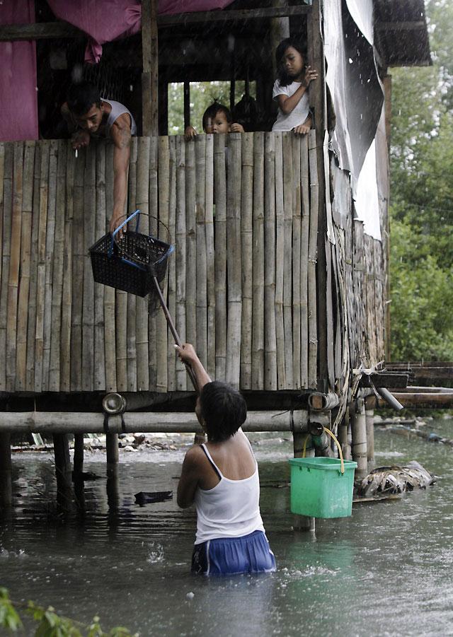 Al menos ocho muertos y 11 desaparecidos por una tormenta tropical en Filipinas