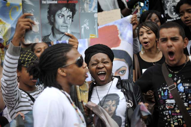 Los fans de Michael Jackson protagonizan otra intensa jornada de tributos en Los Ángeles