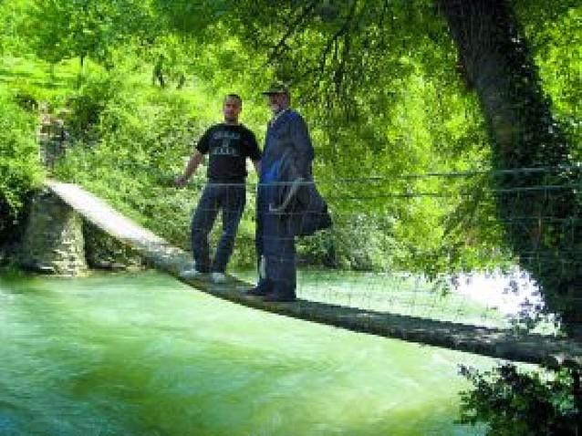 Vidas que miran al río