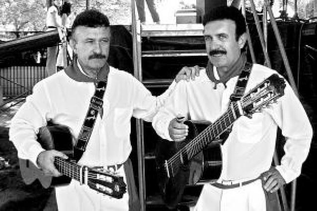 Los hermanos Anoz cumplen 52 años en los escenarios