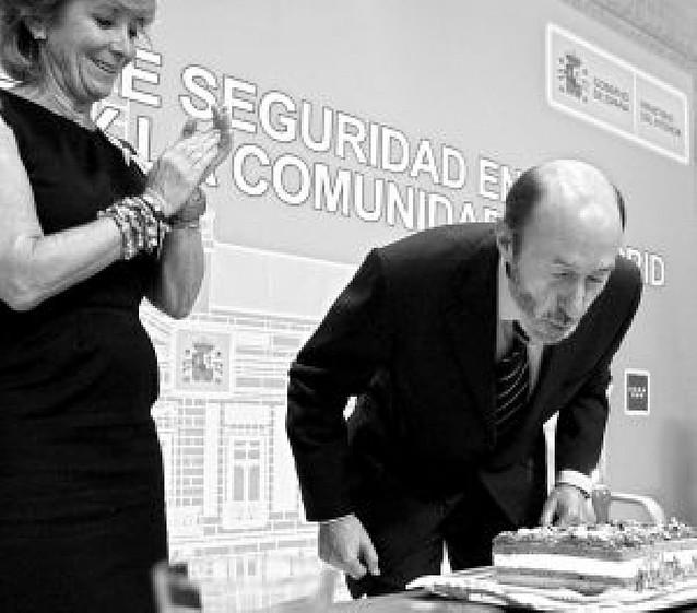 """Cumpleaños feliz"" de Aguirre a Rubalcaba"