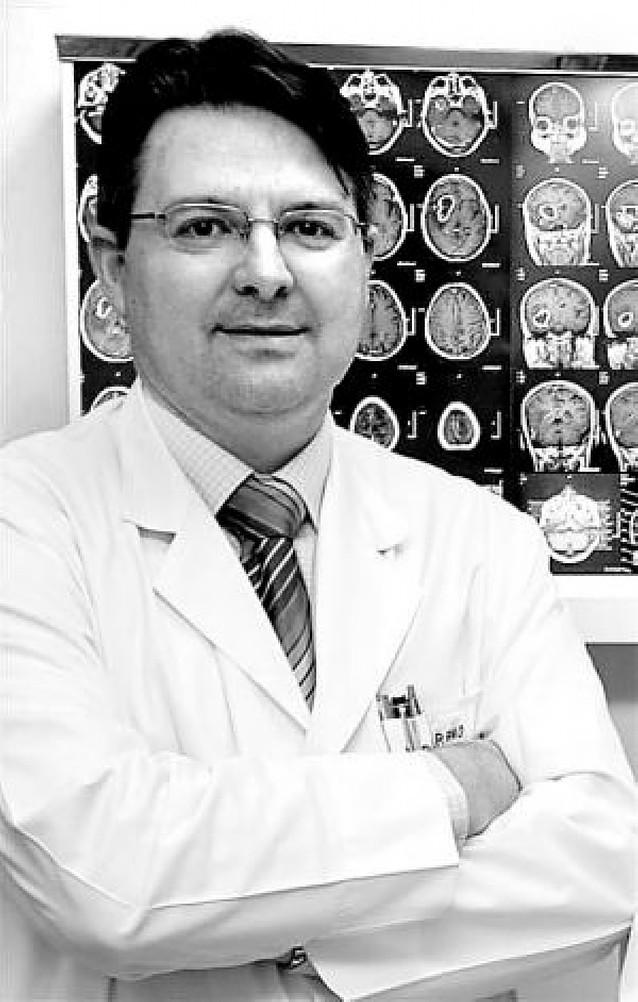 Una operación en la CUN elimina un dolor de cabeza de año y medio a una mujer