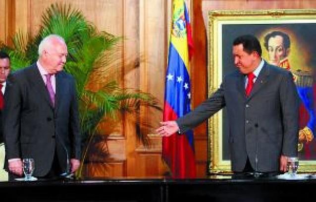 """Moratinos """"fortalece"""" los lazos con Venezuela en su encuentro con Chávez"""