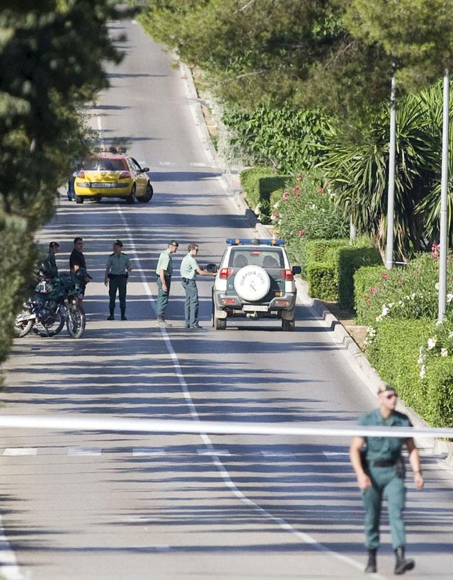 Zapatero y Rajoy viajarán mañana juntos a la capilla ardiente de los dos guardias civiles