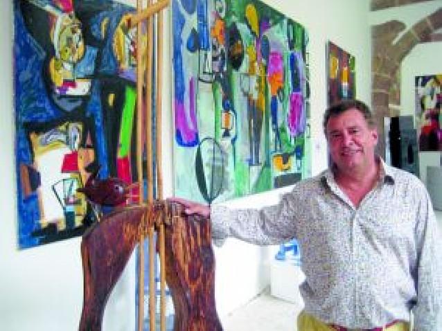 El claustro de Urdax acoge una muestra de 500 obras