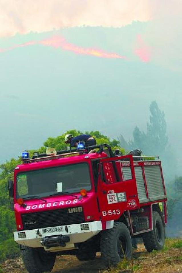 El fuego en la sierra de Izaga no se da por extinguido
