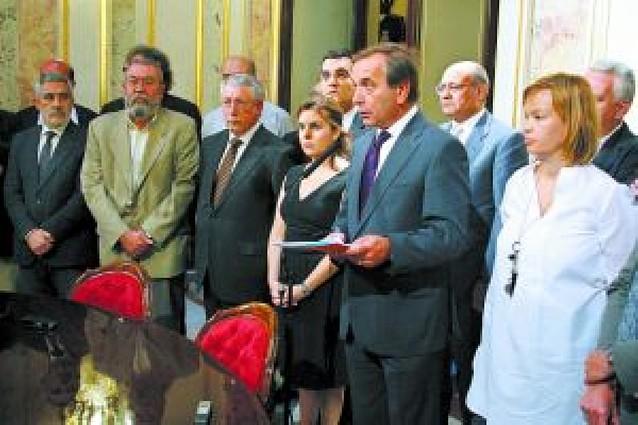 Partidos, sindicatos y empresarios firman una declaración conjunta frente a ETA