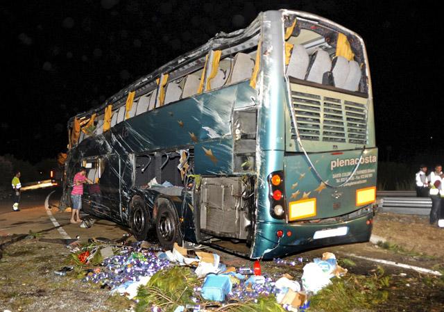 Seis muertos y 39 heridos al volcar un autobús con turistas en Cataluña