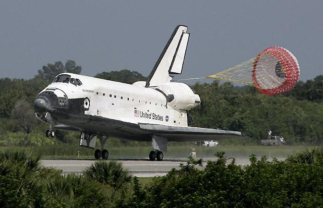 El Endeavour aterriza sin incidentes tras completar una misión de 16 días