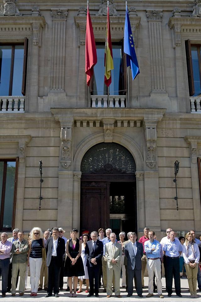El Parlamento de Navarra condena el atentado de Mallorca con la abstención de NaBai