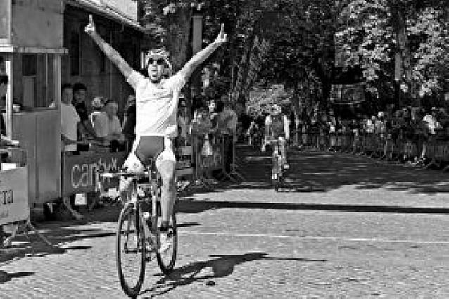 La Vuelta corona a Alberto Guinea