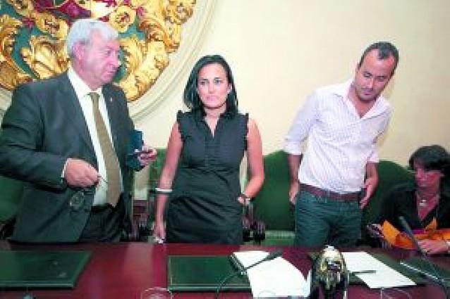 El pleno de Pamplona condena los atentados
