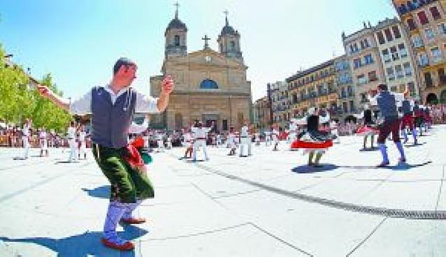El Baile de la Era resalta la labor de un artesano e intérprete de la dulzaina