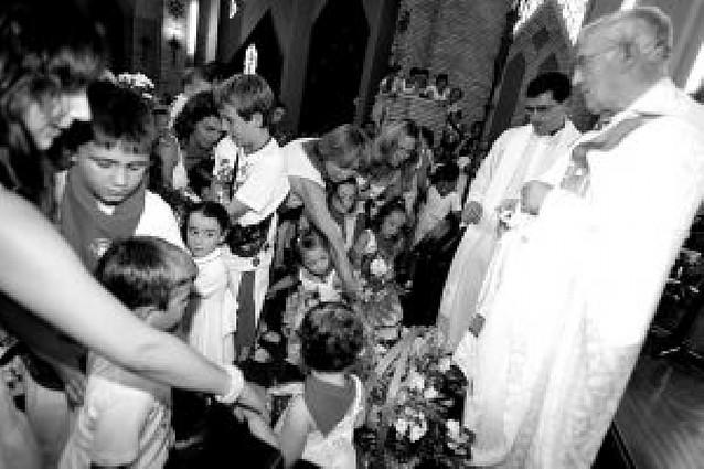 Emotiva ofrenda floral a la Virgen del Puy durante la celebración de las vísperas