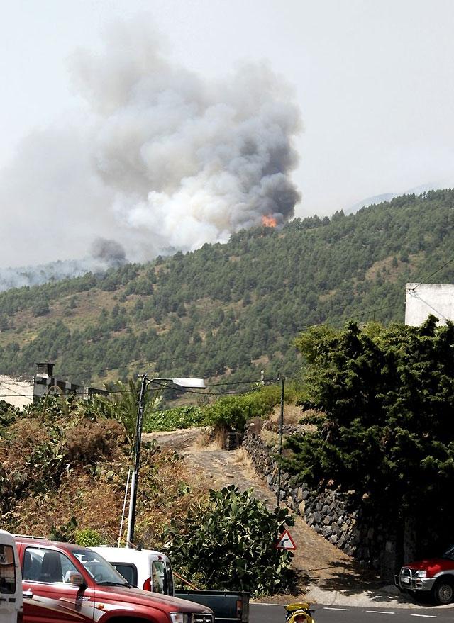 Desalojadas 4.000 personas por un incendio forestal en La Palma