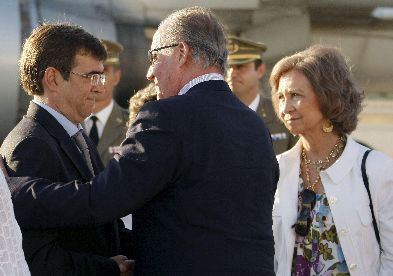 Los Reyes llegan a una Mallorca en duelo por el atentado de ETA