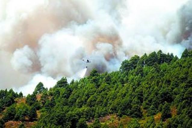 Más de 4.000 evacuados por un voraz incendio en la isla canaria de La Palma