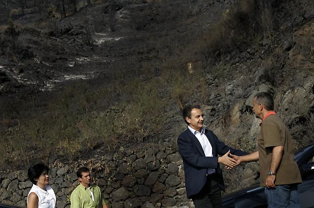 """Zapatero anuncia que """"trabajará"""" para que las ayudas del Gobierno lleguen a los damnificados de La Palma"""