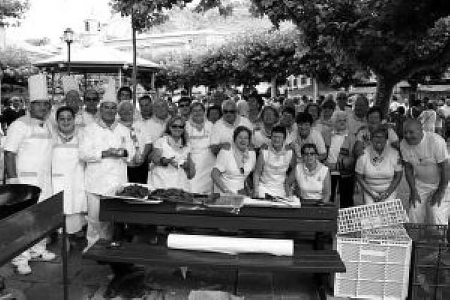 Almuerzo por cortesía municipal para animar la mañana festiva