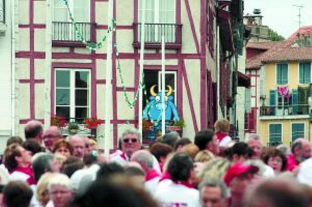 Bayona venera a Pamplona en sus fiestas ...