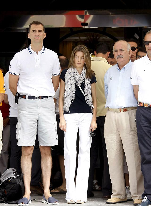 Los Príncipes presiden un homenaje de la Copa del Rey de Vela a los guardias civiles asesinados